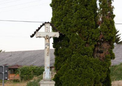 Ižakovci, križ